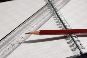 ノートと鉛筆と定規の画像