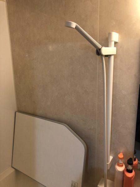 タテ向きの手摺りを兼用したシャワーヘッドホルダーの画像